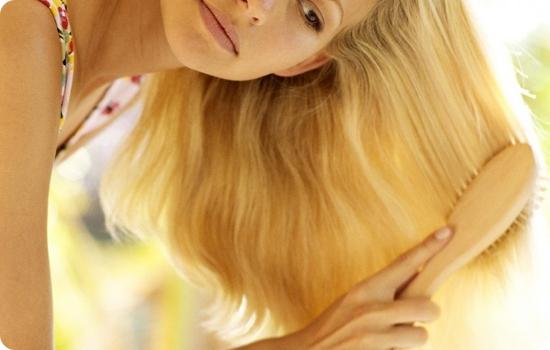 Девушка с роскошными светлыми волосами
