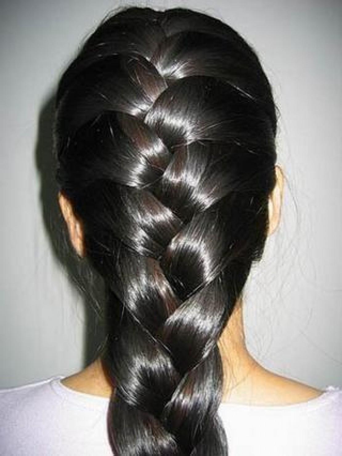 Коса из густых темных волос