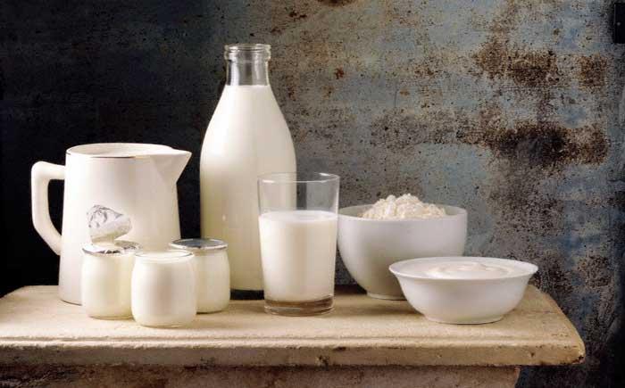 Кефир в стакане и другие молочные продукты