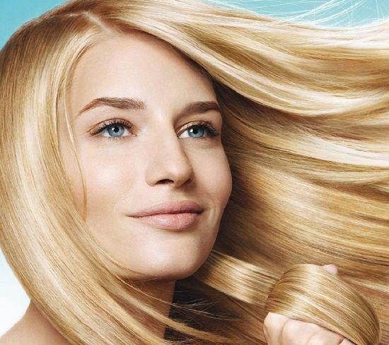 Девушка с красивыми светлыми волосами