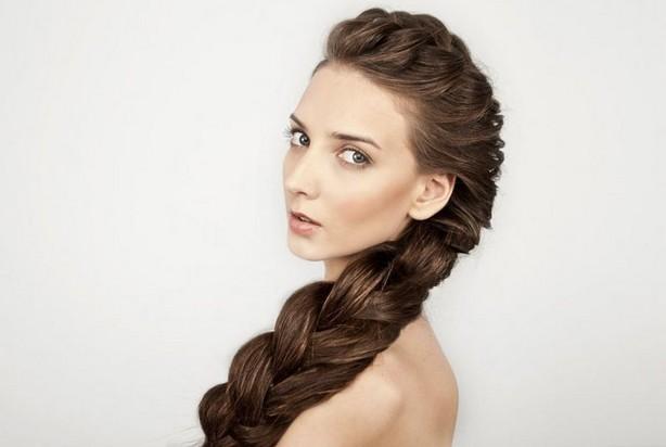Девушка с роскошной объемной косой