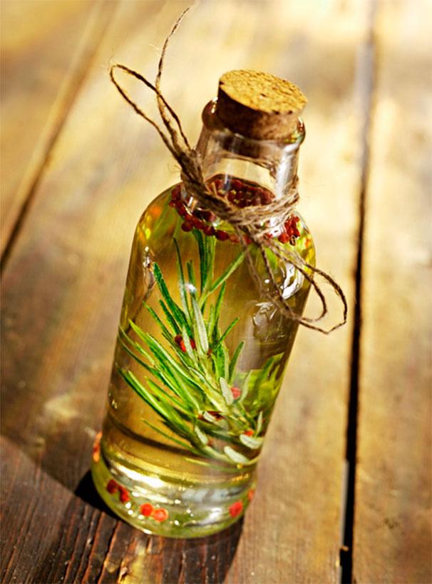 Натуральное средство в стеклянной бутылочке