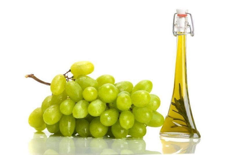 Виноград и полезный продукт из его косточек