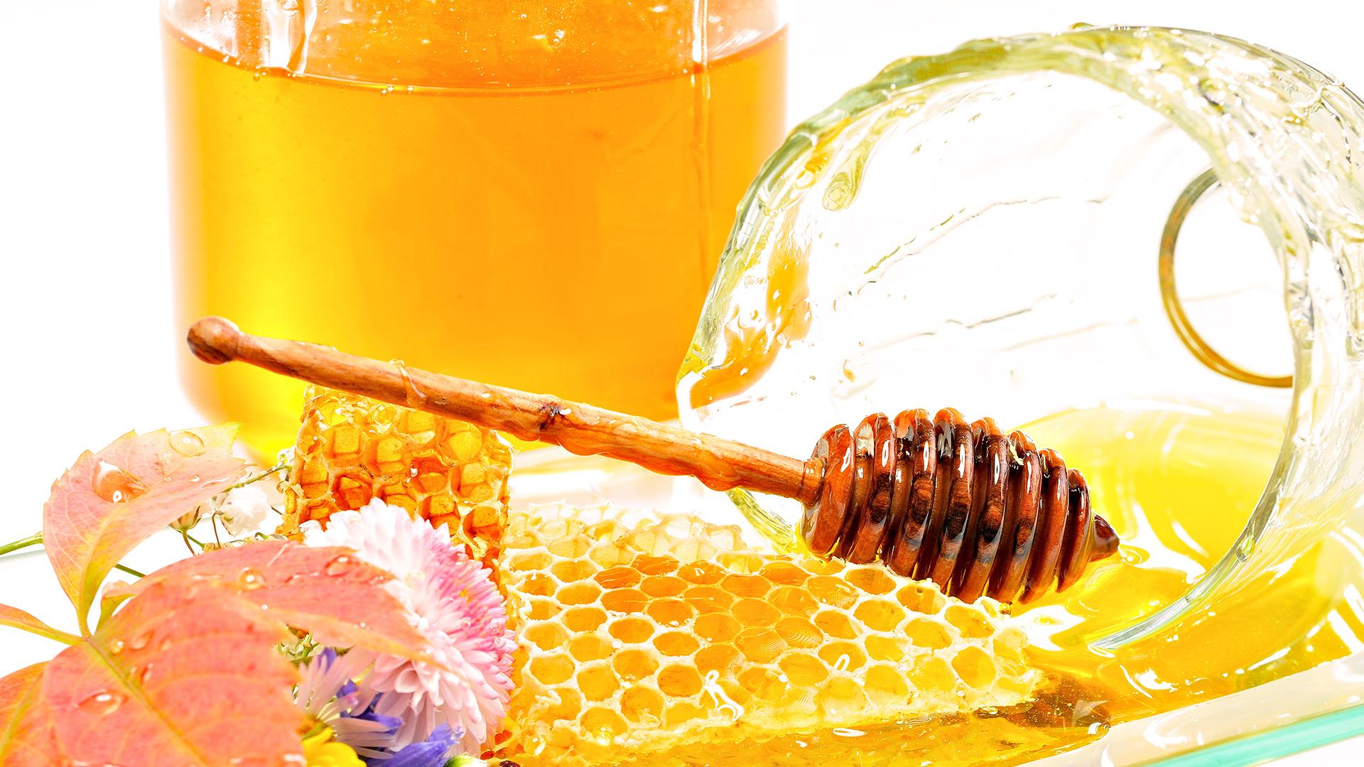 Мед в сотах и банке