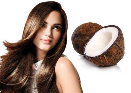 Девушка с красивыми волосами и кокос