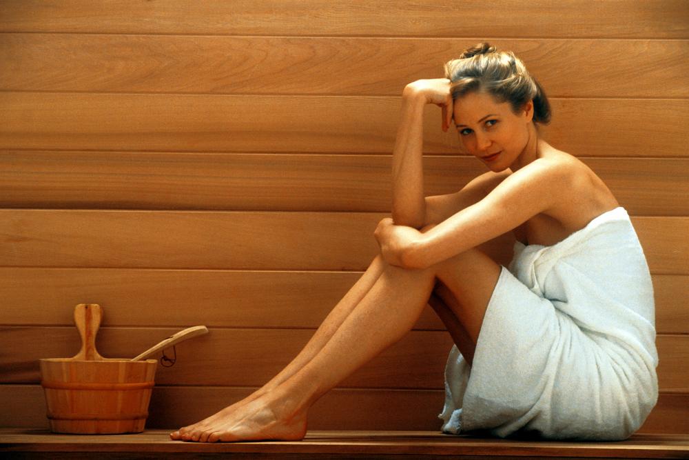 Девушка после процедур в бане