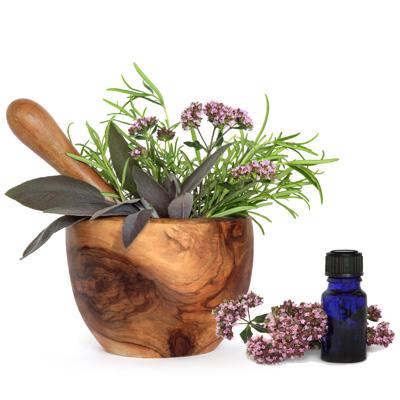 Цветки вербены в деревянной миске