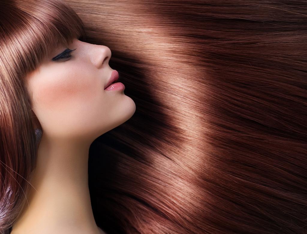 Девушка с роскошными медными волосами