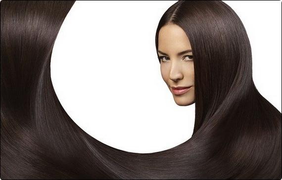 Девушка с длинными и густыми темными волосами