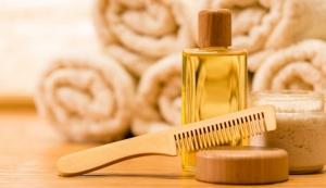 Расческа из натурального дерева, масло и полотенца